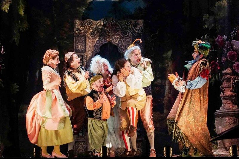 Opera Pueblos Les Arts Volant