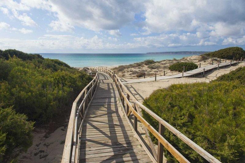 Playa Migjorn Arenales Formentera